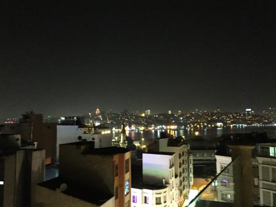 Neorion Hotel: Nighttime over the Bosporus from roof terrace