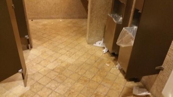 Original Joe's San Jose: bathroom