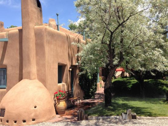 Pueblo Bonito Bed and Breakfast Inn: Authentic Historic Adobe Pueblo-style architecture- Inn at Pueblo Bonito Santa Fe.