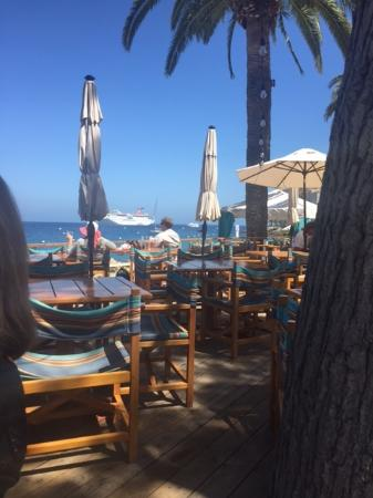 Descanso Beach Club: Lunch at Descanso Beach Grille with a great view & fantastic drinks.
