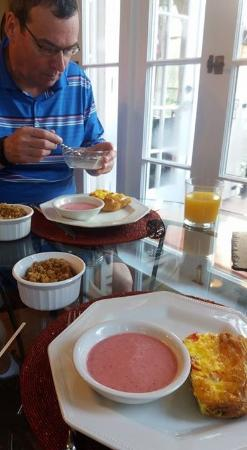 Casa de Suenos Bed and Breakfast: Delicious breakfasts, including strawberry soup, quiche & home made granola