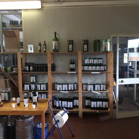 Sovana, Italien: Accurata spiegazione e ottimi assaggi di olio.