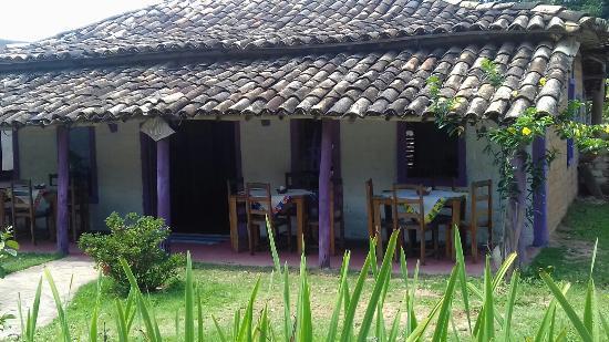 Restaurante Cheiro de Lenha: Na entrada da nossa querida cidade da arte em fios, encontra_se o tranquilo, aconchegante Restau