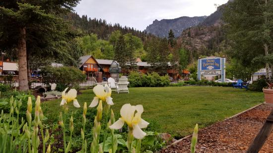 Ouray Victorian Inn: Beautiful setting with a nice place to set back, relax and enjoy the great outdoors.