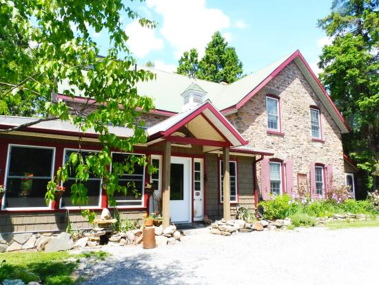Morgan House Bed and Breakfast and Wool Works Studio: Olde World Charm with modern ideas