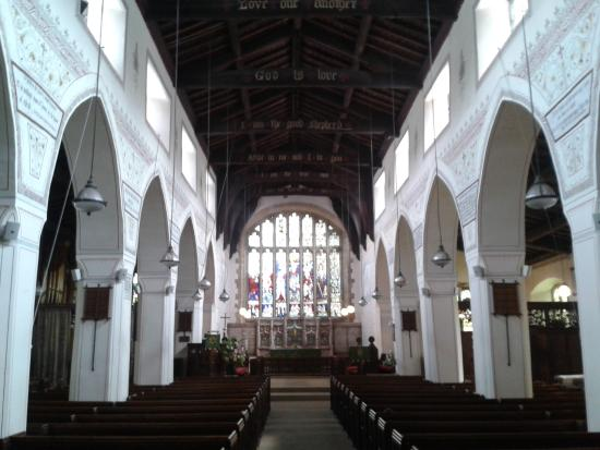 Bowness-on-Windermere, UK: Main view of the interior. The ceiling is late medieval