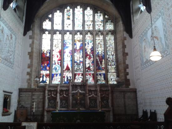 Bowness-on-Windermere, UK: Window at the altar. Some of the stained glass dates back to the 13th Century