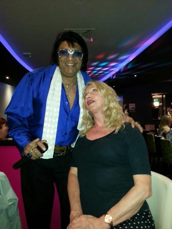 Little Sutton, UK: Patelvis night:- great entertainment,  good foos & friendly attentive service. Loved the Bollywo