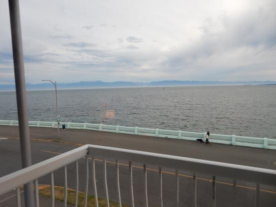 Surf Motel: Looking towards Washington State