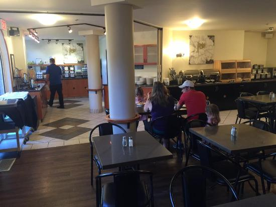 BEST WESTERN Pocaterra Inn: Breakfast was really good with excellent standard and variety
