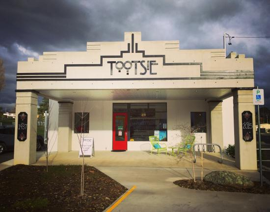 Yass, Australia: Tootsie Fine Art and Design