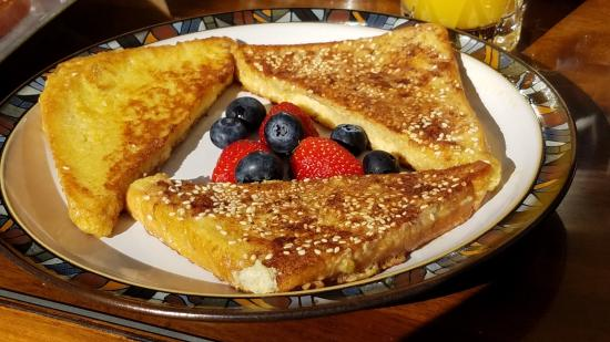 Sea-Breeze Lodge: French toast