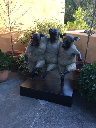 Auberge du Soleil Restaurant : Great sculpture at entrance to hotel/spa side.