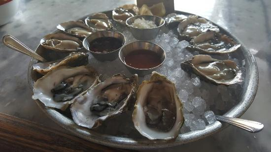 Photo of Seafood Restaurant L & E Oyster Bar at 1637 Silver Lake Blvd, Los Angeles, CA 90026, United States