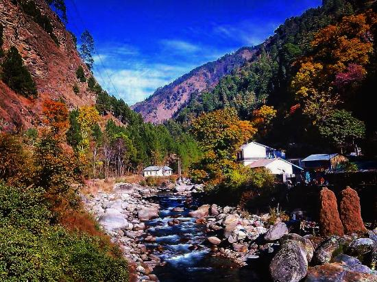 Banjar, อินเดีย: Prime Gateway to Great Himalayan National Park