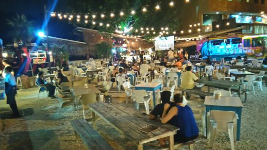 Cheap Fun Good Food Review Of Food Truck Park Cancun