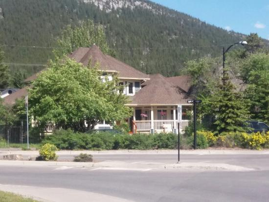 The Poplar Inn: Convenient location just on the edge of the tourist area.