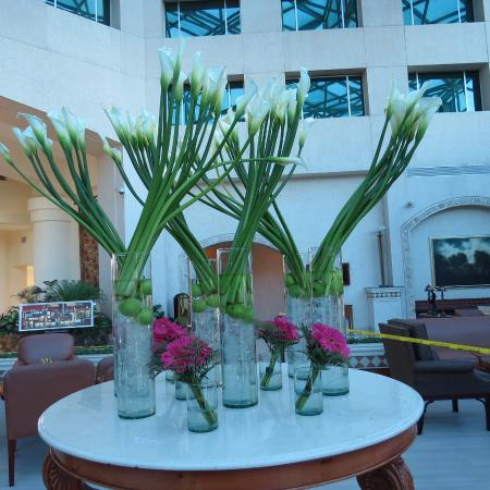 JW Marriott Hotel Quito: One of many flower arrangements in lobby