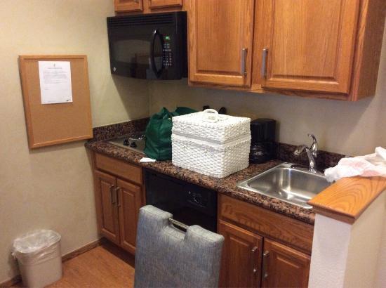 Homewood Suites by Hilton Oklahoma City-West: Kitchen