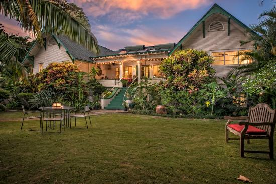 Old Wailuku Inn at Ulupono : The Old Wailuku Inn and its Hawaiian Garden