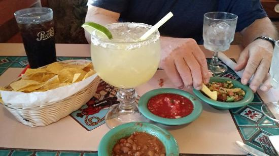 Kelso, Waszyngton: Margarita, chips and salsas, simple pleasures Mexican style.