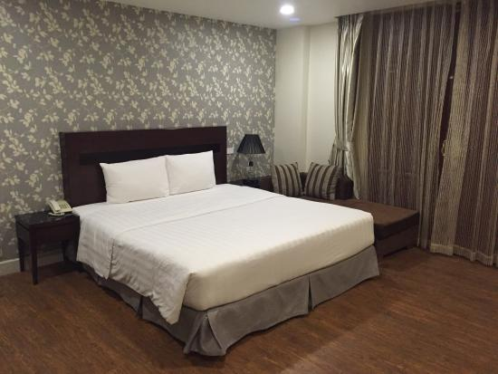 Hanoi Legacy Hotel Hoan Kiem: Fantastic all you can eat breakfast and superior room with comfortable King size bed
