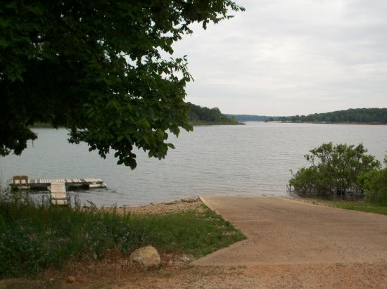 Stockton, MO: boat ramp and loading dock