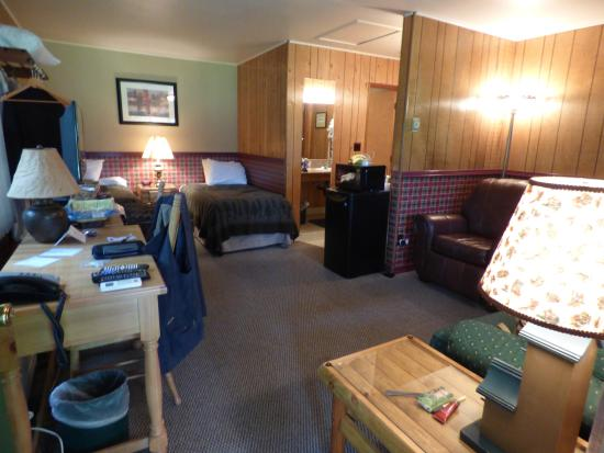 Morrison's Rogue River Lodge: The inside of cottage C7