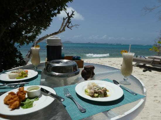 Petit St.Vincent: Lunch on the beach