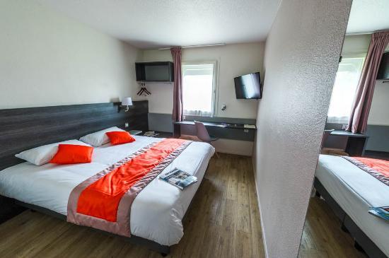 Carline Hotel: chambre orange