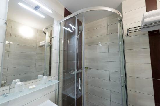 Carline Hotel: salle de bain