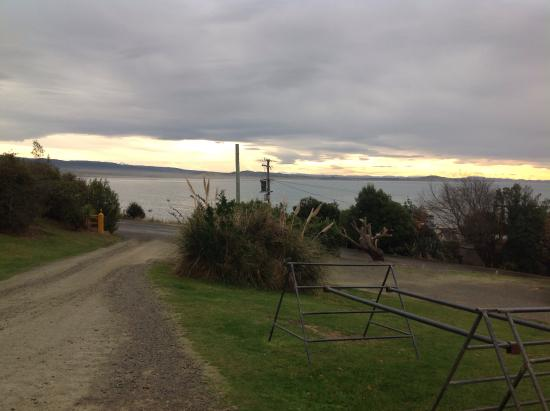 Moeraki Village Holiday Park : Snow mountains are in the background