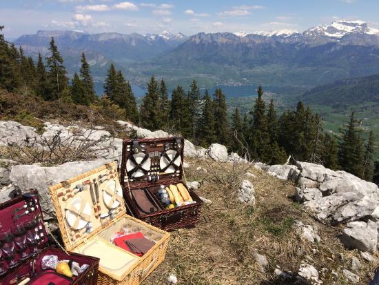 Chignin, Prancis: pique-nique avec vue sur le Lac d'Annecy