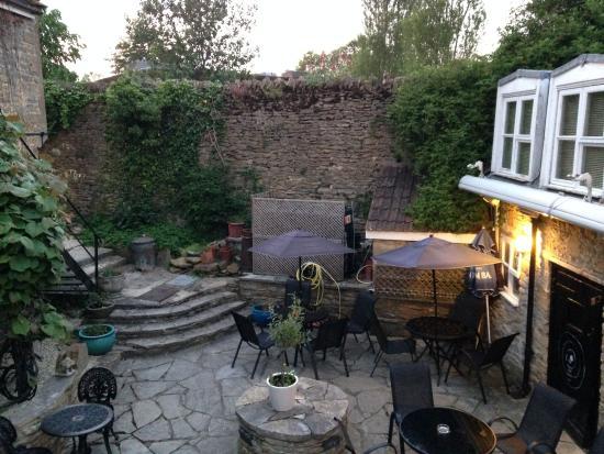 West Coker, UK: Blick auf den netten Hinterhof
