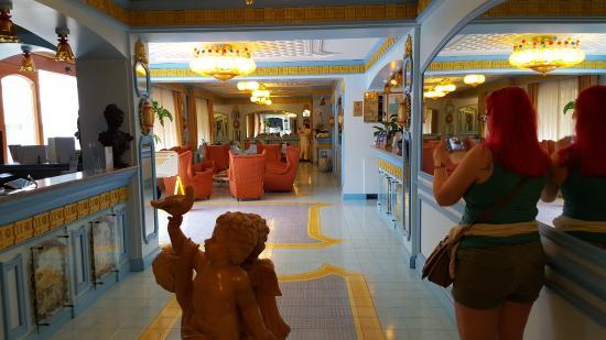 Hotel Eliseo Park's: Hotel lobby and bar area