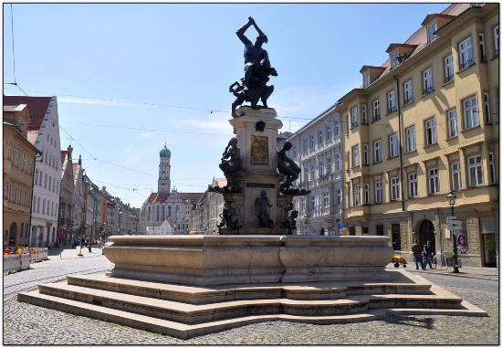 "Prachtbrunnen: Фонтан ""Геркулес"""