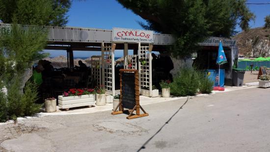 """Taverna O Gyalos: Taverna """"O Gyalos"""", Kalyves Beach, Creta, giugno 2016"""