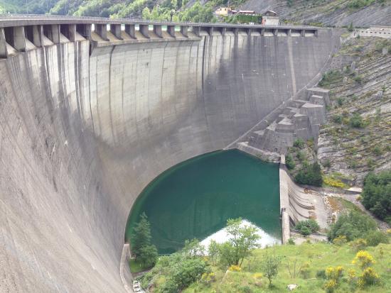 Percorso a piede sul lago picture of diga di ridracoli - Lago pontini bagno di romagna ...