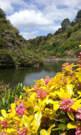 Whangarei, Nova Zelândia: view across the quarry lake