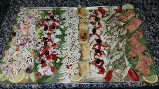 Antipasti Di Natale Freddi.Buffet Di Antipasti Freddi Picture Of Lo Scoglio Pescara Tripadvisor
