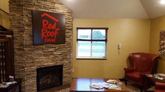Red Roof Inn Fargo: 20160610_211937_large