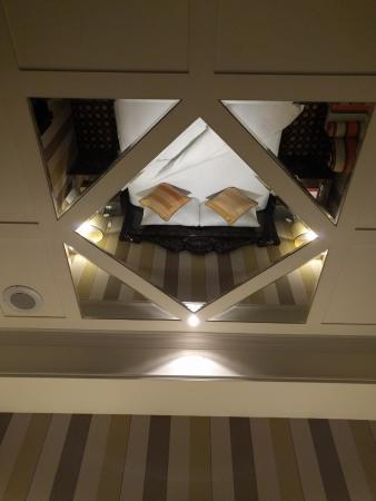 Rido Hotel Taipei View Of The Bed Standard Room Through Mirror On