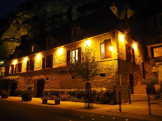 Hotel La Belle Etoile: 夜も美しいラ・ロック=ガジャック