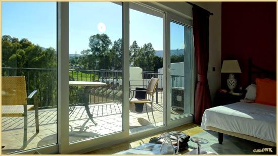 La Cala de Mijas, Spanien: Blick vom Zimmer auf die Terrasse