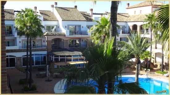 La Cala de Mijas, Spanien: Poolbereich im 2. Hof