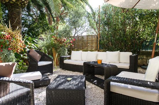 Ideal Sejour Hôtel : repos au jardin