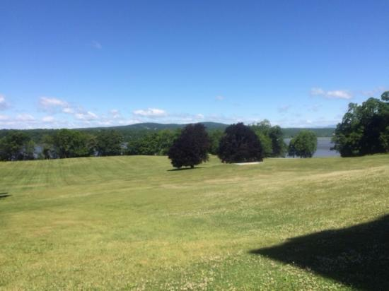 Staatsburg, NY: Great views and breeze off the river too