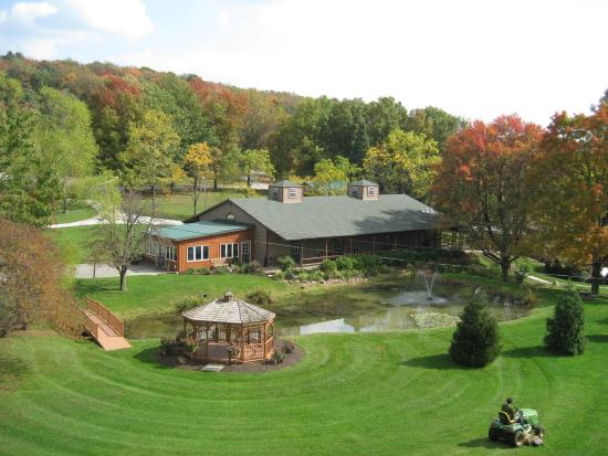 Stahlstown, PA: Aerial View of Foggy Mountain Lodge