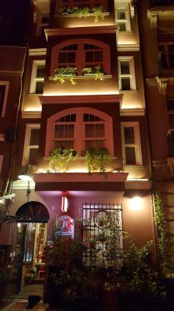 Faik Pasha Hotel : 20160610_214646_large.jpg