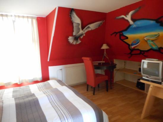 la tua camera da letto con scrivania pc e wifi gratis - Picture of ...